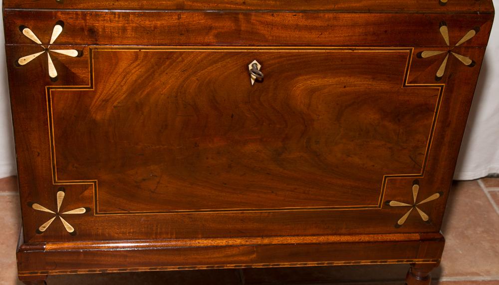 coffre bar anglais en acajou poque xixe si cle galerie. Black Bedroom Furniture Sets. Home Design Ideas