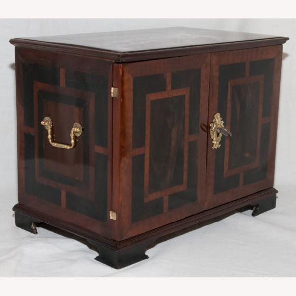 Petit Cabinet De Voyage Époque Début XVIIIe Siècle