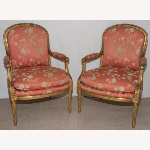 Paire De Fauteuils En Bois Doré Style Louis XVI