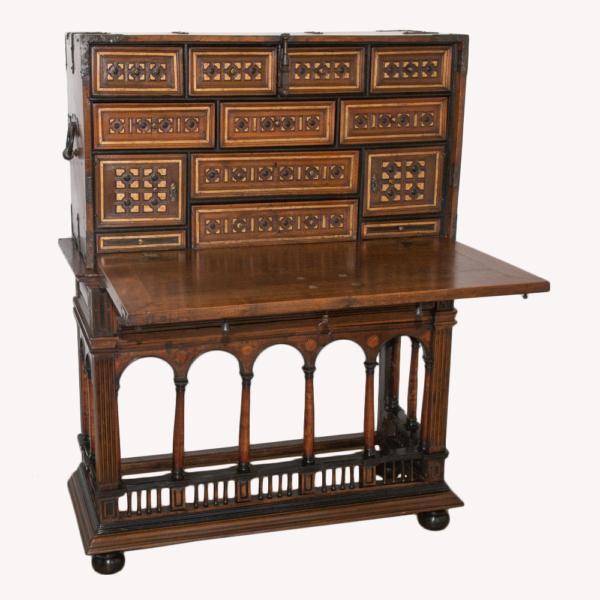 Cabinet «Bargueño » en noyer époque fin XVIIe siècle