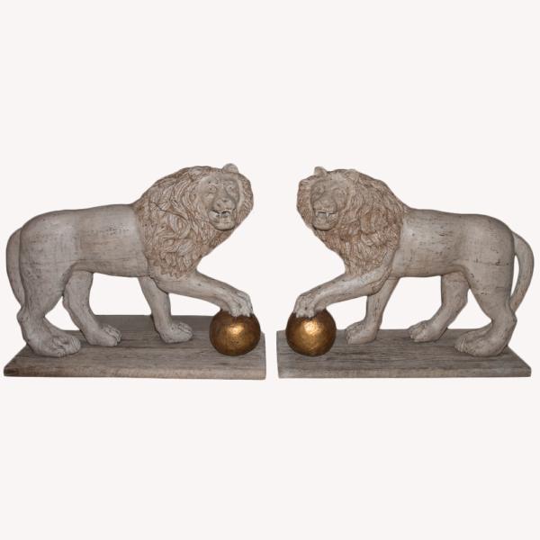 Grande Paire De Lions En Bois Patiné Italie Fin XIXe Siècle